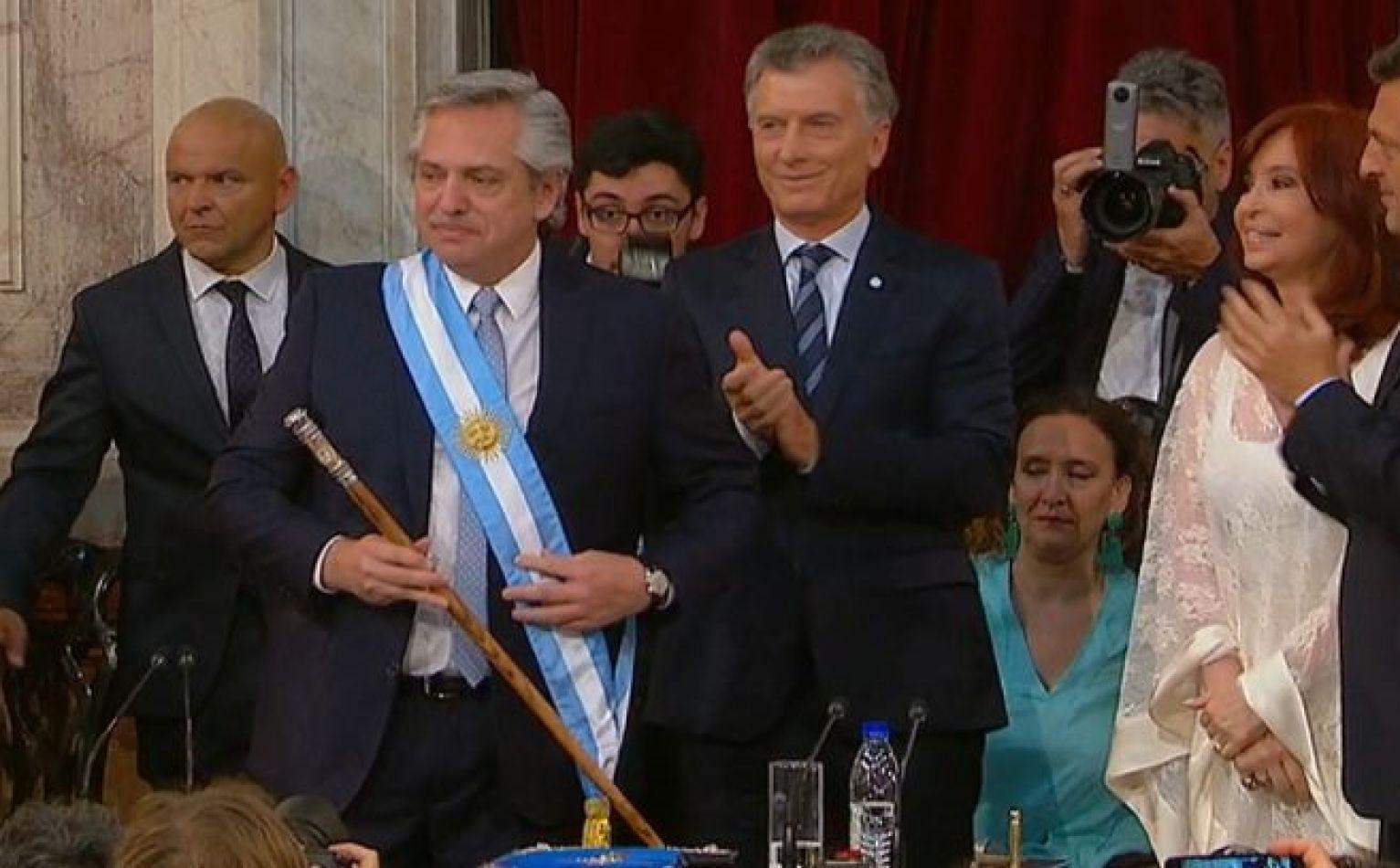 Asume Alberto Fernández